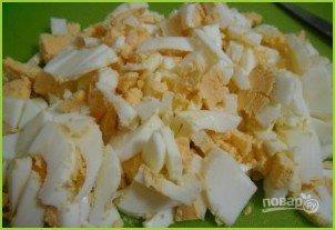 Салат из крабовых палочек с пекинской капустой - фото шаг 2