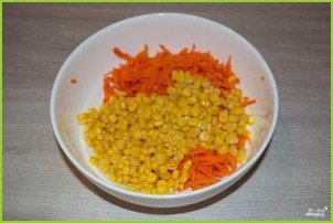 Салат с кукурузой консервированной - фото шаг 2