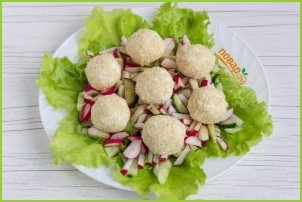 Салат с сырными шариками - фото шаг 8