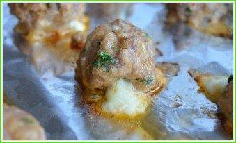 Мясные шарики с моцареллой в томатном соусе (фрикадельки) - фото шаг 7