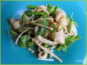 Салат с кальмаром и грибами - фото шаг 5