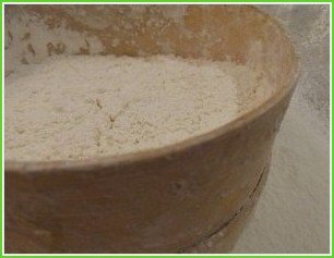 Тесто для домашних пельменей - фото шаг 1