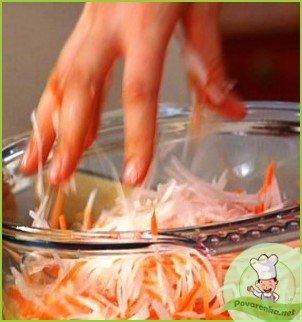 Салат из редьки с морковью - фото шаг 2