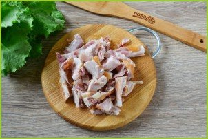 Салат с айсбергом и копченой курицей - фото шаг 2