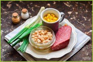 Салат с кукурузой, колбасой и фасолью - фото шаг 1