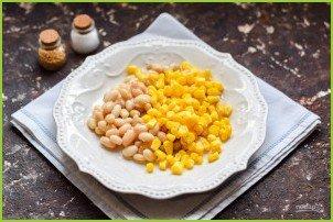 Салат с кукурузой, колбасой и фасолью - фото шаг 2