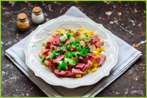 Салат с кукурузой, колбасой и фасолью - фото шаг 4