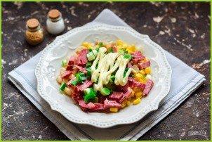 Салат с кукурузой, колбасой и фасолью - фото шаг 5