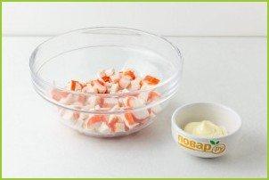 Крабовый салат с сельдереем - фото шаг 2