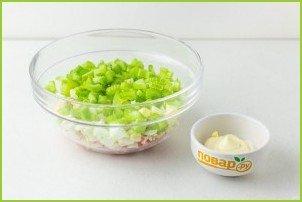Крабовый салат с сельдереем - фото шаг 3