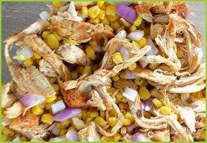 Куриный салат с кукурузой - фото шаг 4