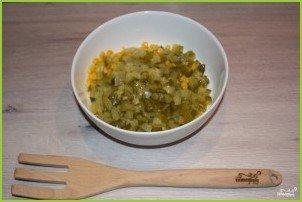 Легкий салат с крабовыми палочками - фото шаг 2