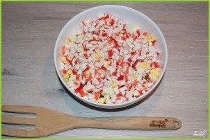 Легкий салат с крабовыми палочками - фото шаг 4