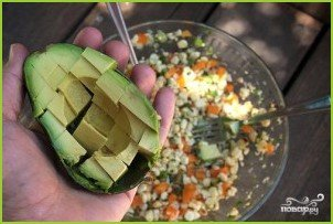 Салат из кукурузы, болгарского перца и авокадо - фото шаг 7