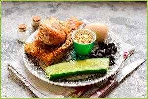 Салат с копченой курицей и грецкими орехами - фото шаг 1