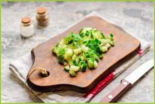 Салат с копченой курицей и грецкими орехами - фото шаг 2