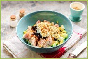 Салат с копченой курицей и грецкими орехами - фото шаг 6