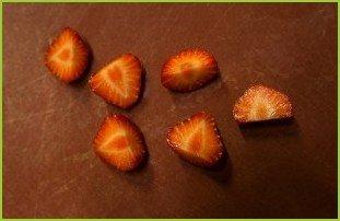 Салат с копченым угрем - фото шаг 3