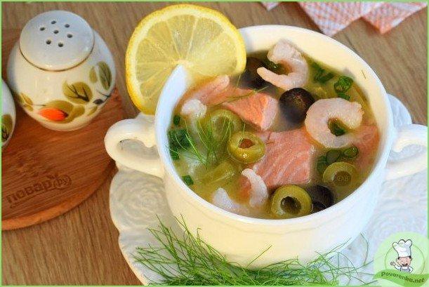 Сливочный суп с лососем и креветками - фото шаг 1